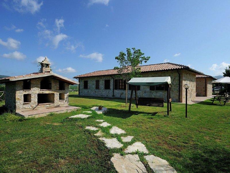 Lovely Farmhouse in Umbria with Swimming Pool, Ferienwohnung in Passignano Sul Trasimeno