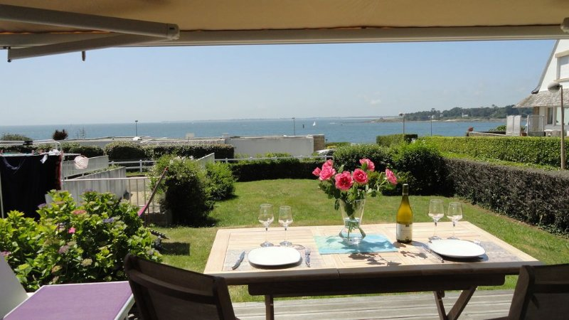 Superb T2 at garden 50m from the sea with magnificent ocean views, holiday rental in Benodet