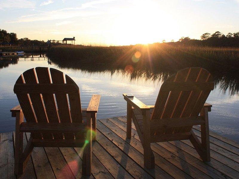 Newly Renovated Shem Creek Paradise. Fish, Paddle, Kayak Off Your Own Dock, aluguéis de temporada em Mount Pleasant