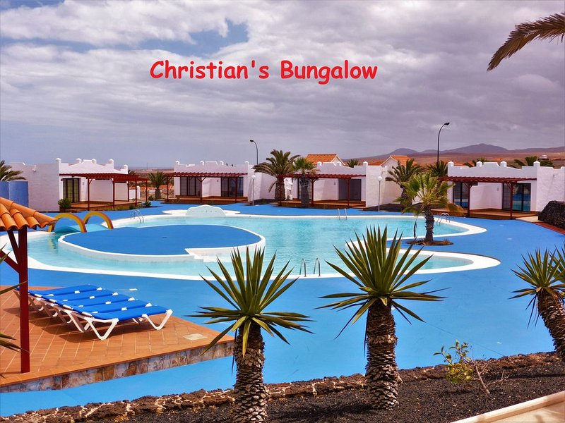 Comfortable, south-facing bungalow by the pool, holiday rental in Caleta de Fuste