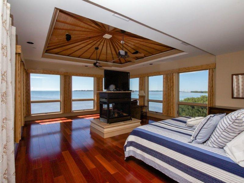 Koning Master Suite met aangehechte bad ~ En de meest ongelooflijke uitzicht op de oceaan