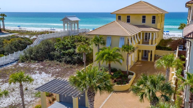 Beach-Front Family Villa newly renovated * email manager for SPRING SPECIAL, alquiler de vacaciones en Panama City Beach