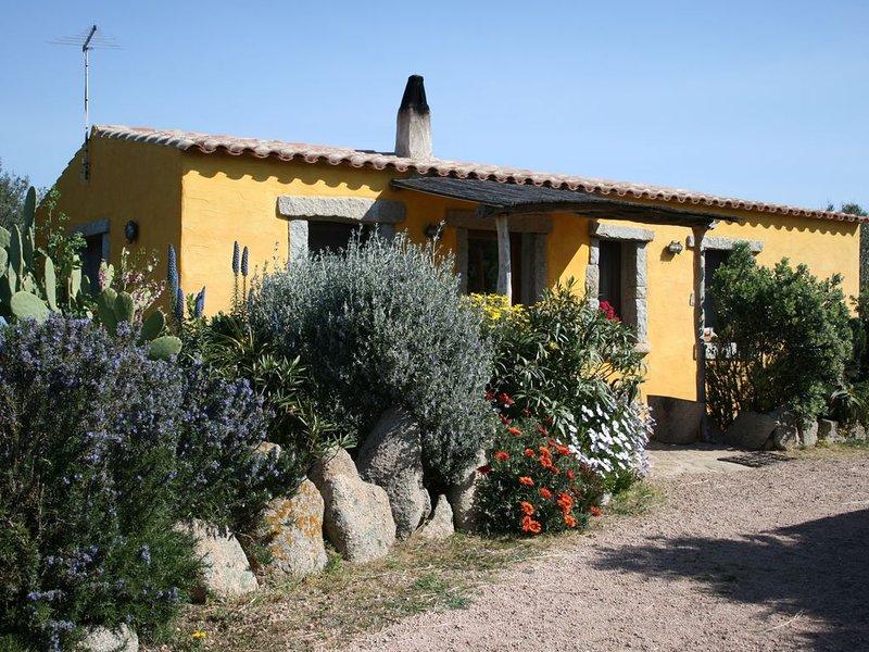 Casa/villa con giardino vista mare stupenda a 900 mt dalla spiaggia di rena majo – semesterbostad i Aglientu