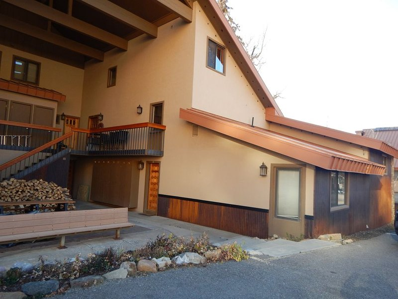 Views=3 Bedrooms-- SLEEPS 10- Only a few steps in the condo!!!, holiday rental in Rico