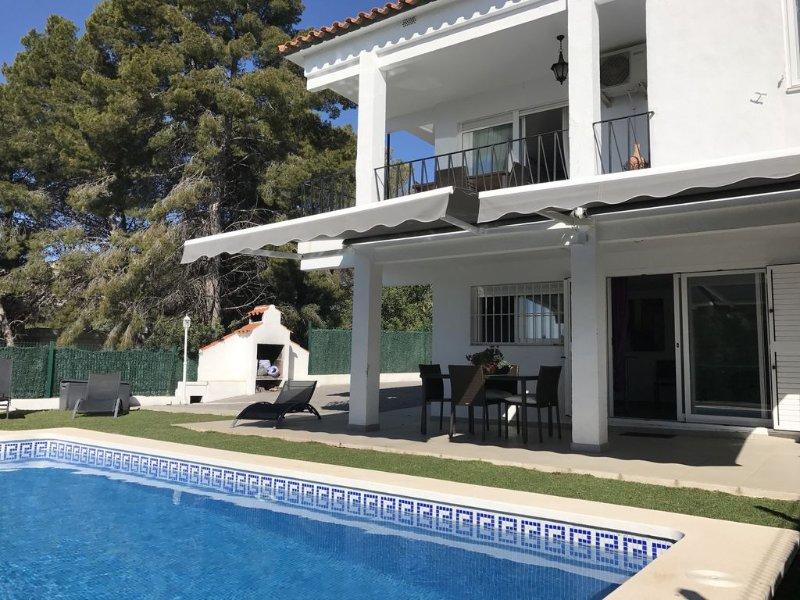 Nice house, pool, sea view. Wifi, and air conditioning, vacation rental in Alcossebre