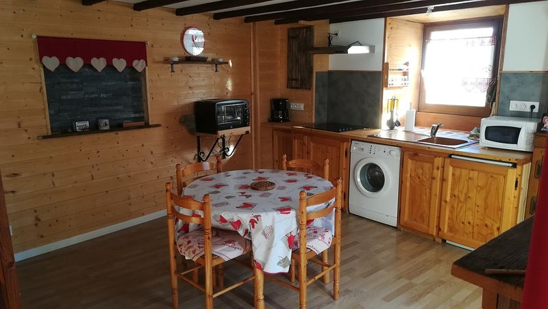Caset - Maison traditionnelle - Typique du Queyras - Refait à neuf en 2015, location de vacances à Molines-en-Queyras