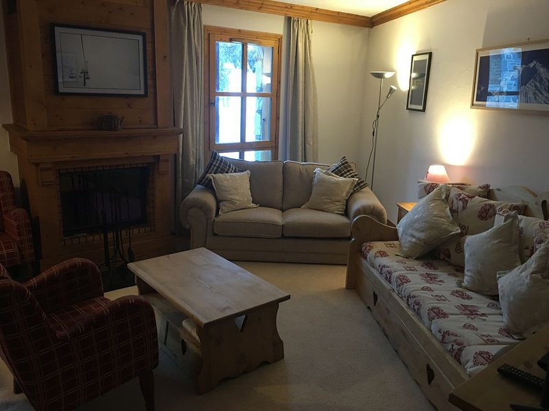 Perfectly located, refurbished , ski-in/ski-out, duplex apartment., holiday rental in Les Arcs