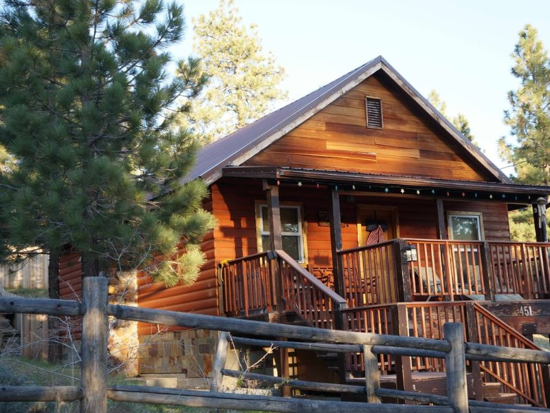 CAMPNEAL-WiFi+Jacuzzi+Dog friendly-sled hill next door!! Lots of snow!, location de vacances à Big Bear Lake