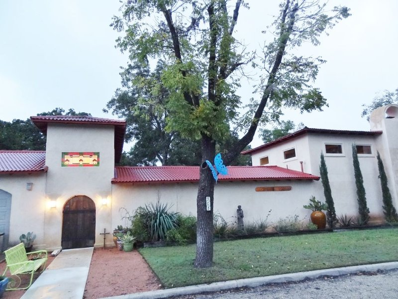 Couples Favorite/Mdwk Specials/Cantina/5 Stars/Industrial Style/Good Location, alquiler vacacional en Luckenbach