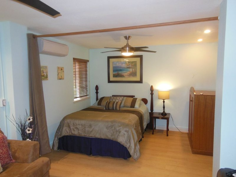 Beautiful Studio one block to Sunset Beach, quiet neighborhood, holiday rental in Haleiwa
