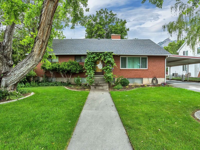Charming Home Right by BYU with Large Yard, location de vacances à Mapleton