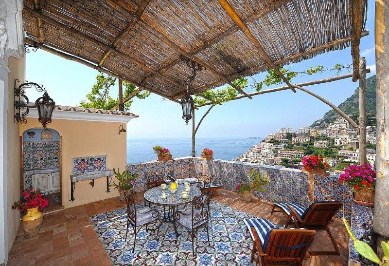 Villa Regale, rimborso completo con voucher*: Una splendida e luminosa antica ca, Ferienwohnung in Positano