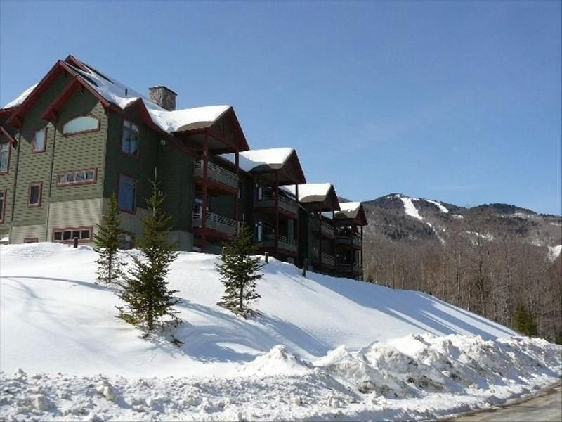Luxury 3BR/3BA Ski On/Off Lodges Next to Sunrise Chair, location de vacances à Killington