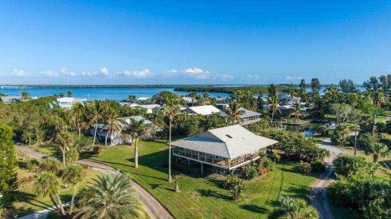 Sandy Toes & Ocean View - great location for the beach-combing enthusiast, alquiler vacacional en Plácida