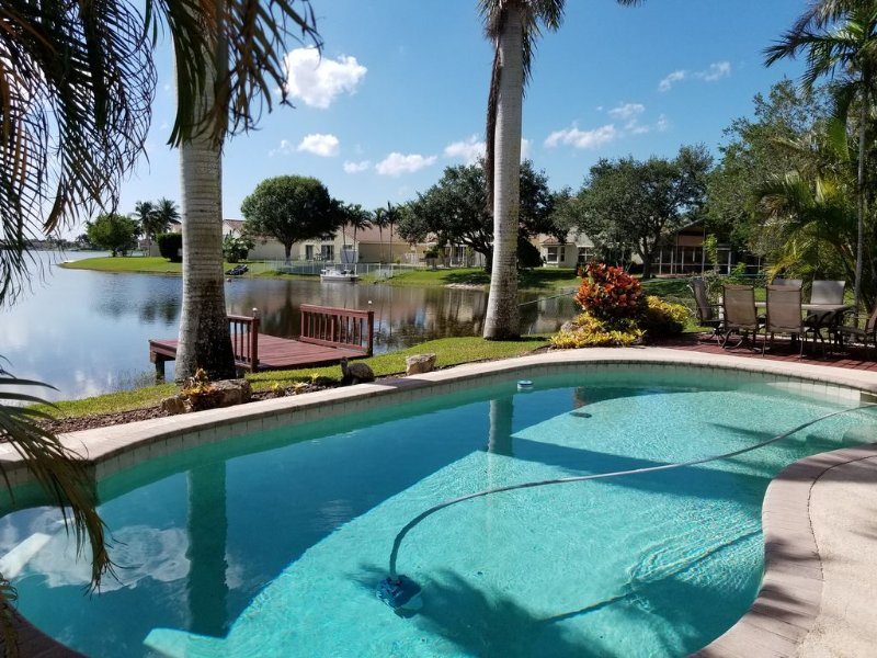 Dream Vacation House In Pembroke Pines with heated pool, holiday rental in Green Meadow