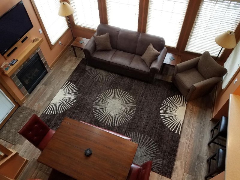 Updated 3 Bedroom Condo In Disciples Village, Ski In, 90 Second Walk To Lift., location de vacances à Boyne Falls