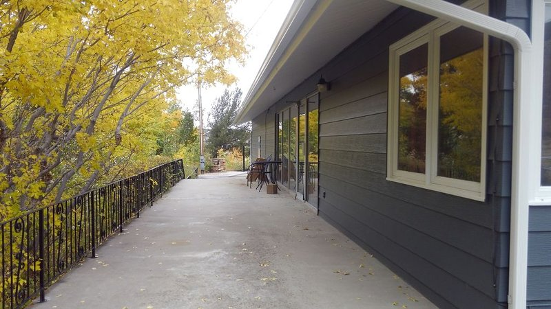 Huge Private Home on Rock Creek at the start of the Beartooth Scenic Highway, holiday rental in Red Lodge