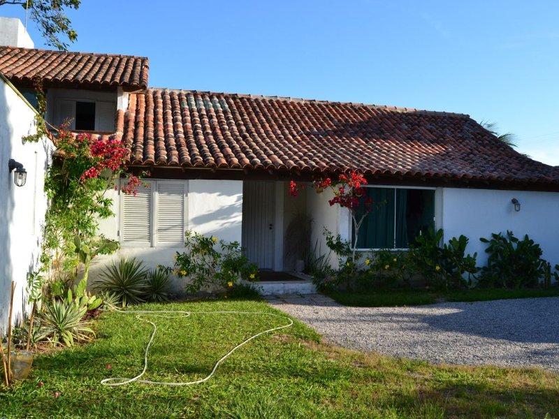 Casa de 4 quartos em condomínio a beira mar, holiday rental in Manguinhos