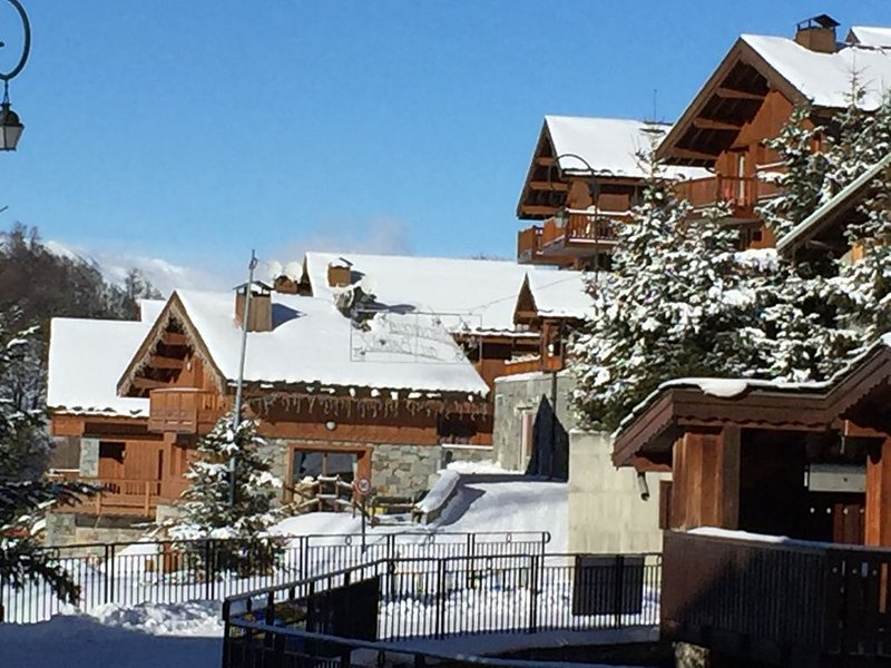 Lovely Ski Apartment By The River In Le Bettaix, Near Saint Martin-De-Belleville, holiday rental in Le Bettaix