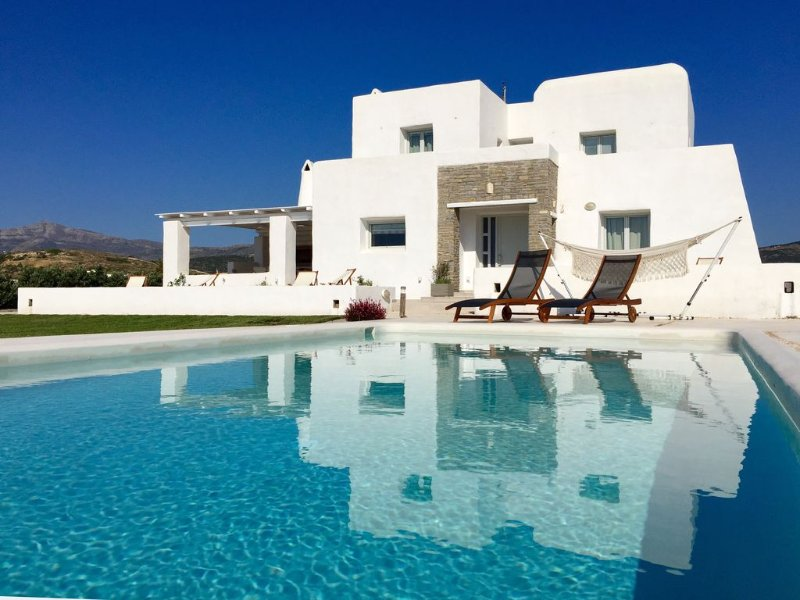 Private villa with private pool, BBQ, next to Naoussa, family friendly, Ferienwohnung in Lefkes