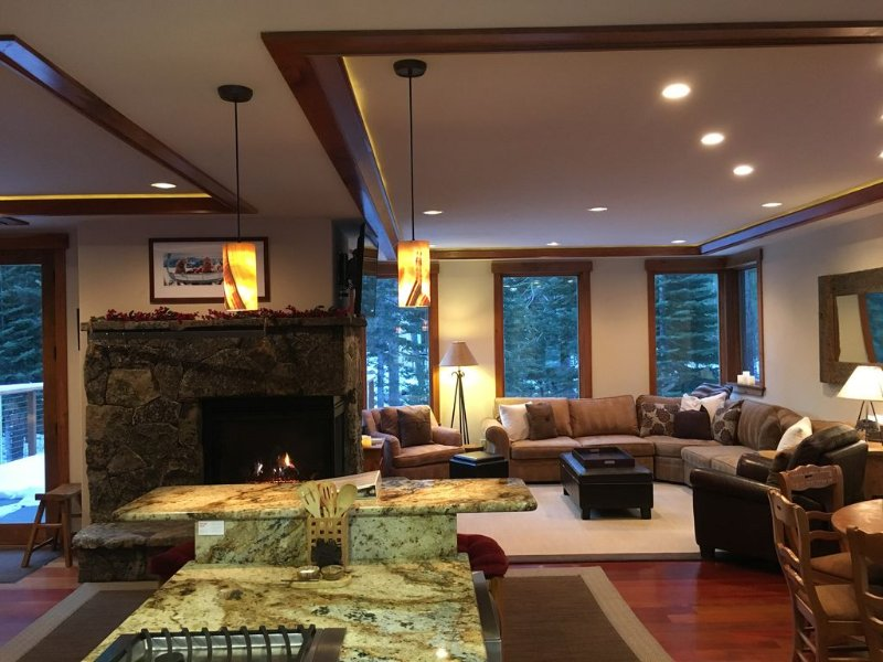 Luxury Home  In Squaw - 1 mile from slopes- natural setting with easy access, vacation rental in Olympic Valley