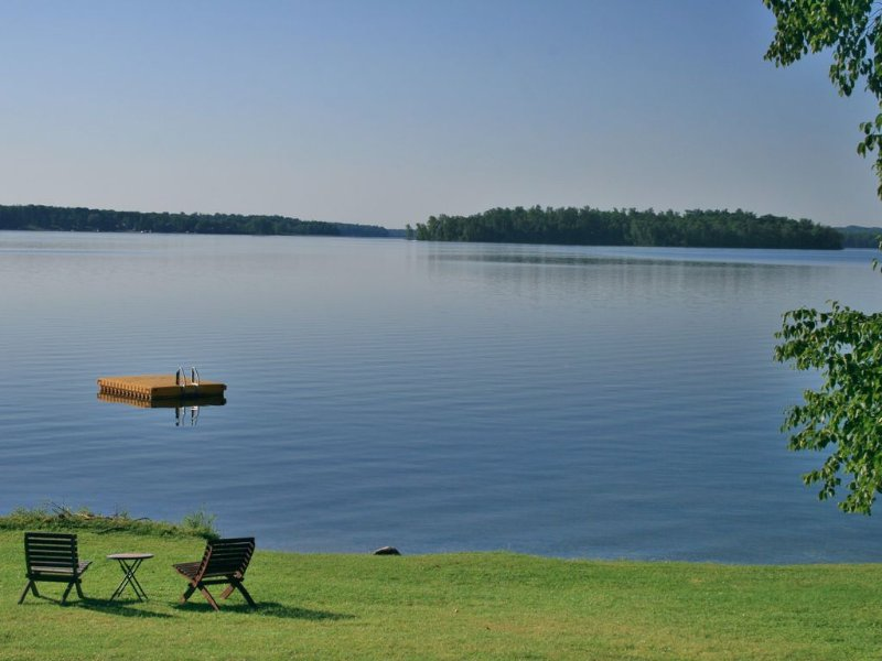 NEVAEH PROPERTIES -  POKEGAMA LAKE - 'THE BEACH HOUSE' (Adjacent cabin avail), vacation rental in Deer River