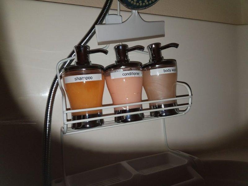 savons de douche de qualité, shampooing, revitalisant, et le lavage du corps