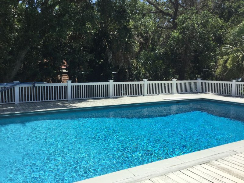 LUXURY ACCOMMODATIONS.  MUST SEE FIVE STAR  REVIEWS!!! Private pool,golf cart, alquiler de vacaciones en Isle of Palms