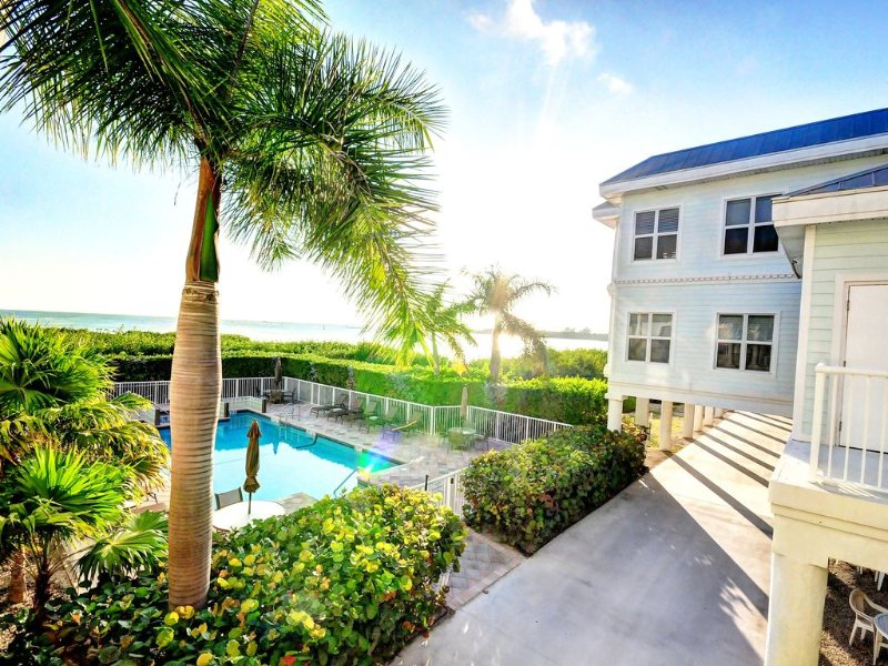 'Oceanside Oasis' * Kings Pointe: Direct Ocean Views & 3 BR'S, vacation rental in Key West
