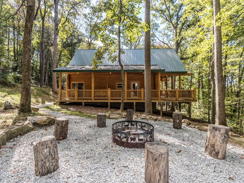 Hemlock Haven Cabin - Perfect escape for 1-10 guests!!!, holiday rental in Logan