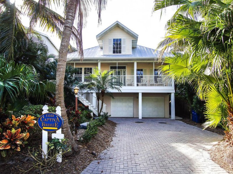 Perfect Pool Home w/Game Room! Beauty close to beach! Free WIFI In Village Area, alquiler de vacaciones en isla de Captiva