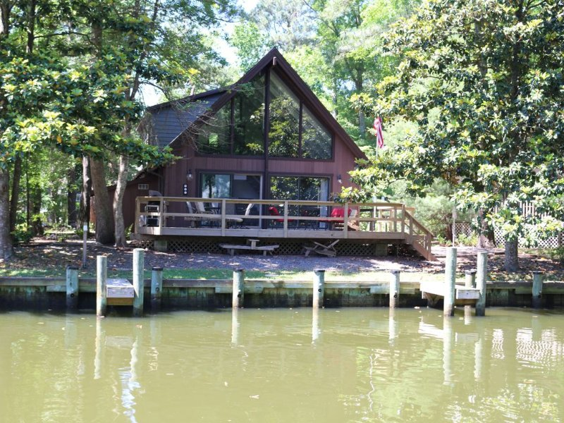 Charming Getaway with Boat Dock Minutes from Ocean City, alquiler de vacaciones en Selbyville