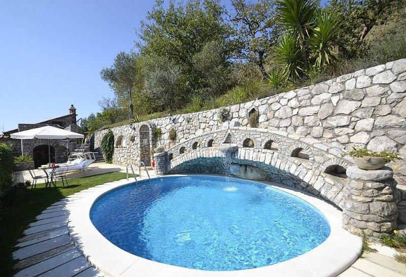 Villa Ingrid, rimborso completo con voucher*: Una caratteristica villa su due pi, Ferienwohnung in Massa Lubrense