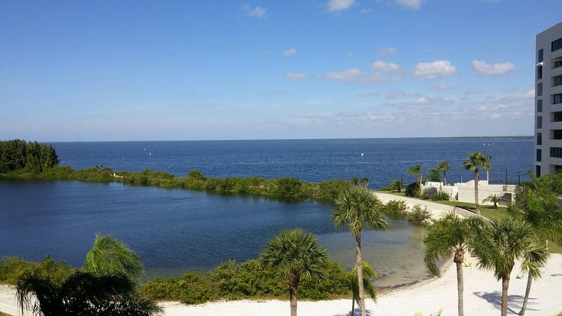 Beautiful 4th floor Gulf View Condo, holiday rental in Hudson