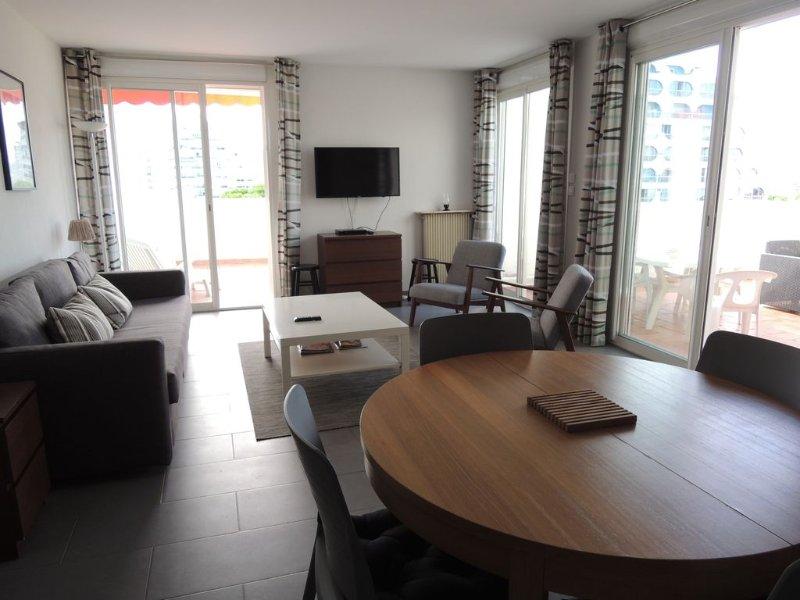 Grand 2 pièces cabine de 60m2 en plein centre ville, holiday rental in La Grande-Motte