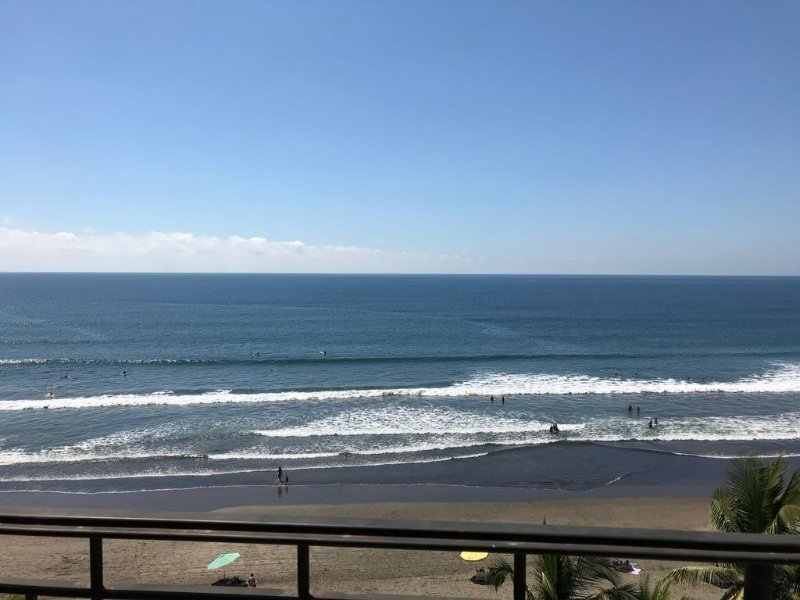 Luxury 3 bedroom/3.5 bath condo in the heart of Jaco, aluguéis de temporada em Jaco