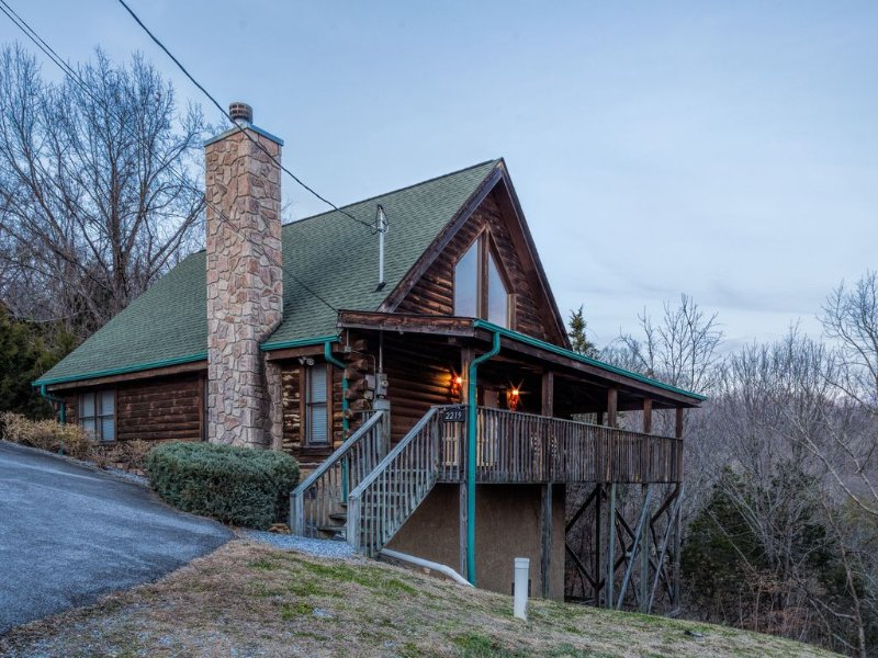 Beautiful 2 Bedroom Cabin with an Open Loft! 100% Cancellation* See Description, holiday rental in Kodak