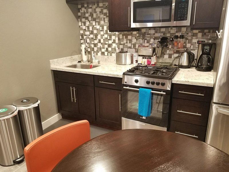 Contemporary fully appointed Kitchen and dining