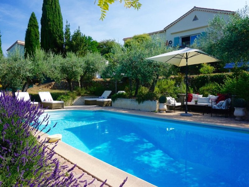 Villa with Air Conditioning,  Private Pool And Views Over The Countryside, casa vacanza a Flayosc