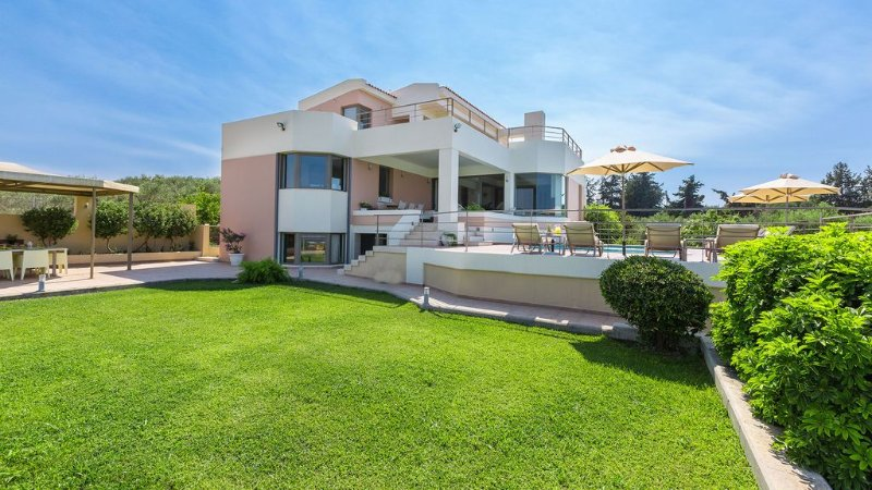 The Perfect Layout in a Great Location Offering Panoramic Sea View and Privacy!, alquiler vacacional en La Canea
