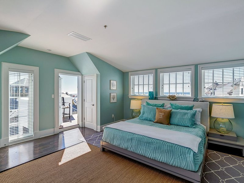 Balconies Abound!!! Amazing  Location-Gulf Views-Steps to the Beach/Town-4 BIKES, holiday rental in Rosemary Beach