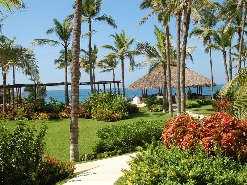 Beautifully landscaped grounds with Palapa Bar