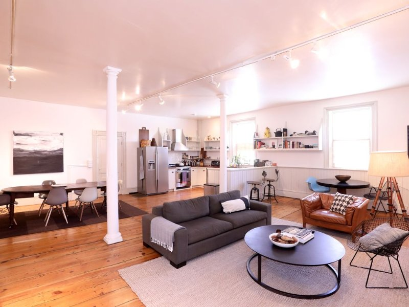 Beautifully Restored 1820s Industrial Loft Living On A Creek, casa vacanza a Stockbridge