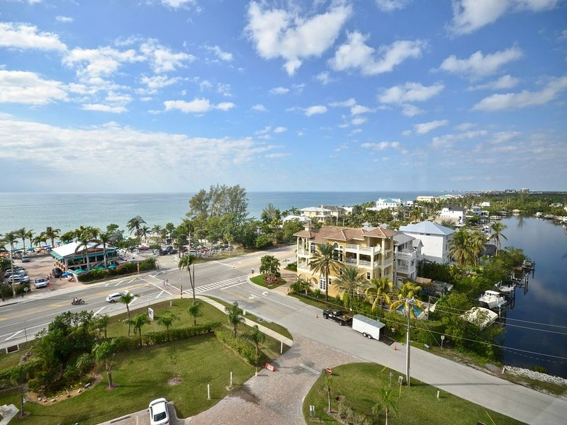 Spectacular 9th Floor Views and Sunsets!, vacation rental in Bonita Springs