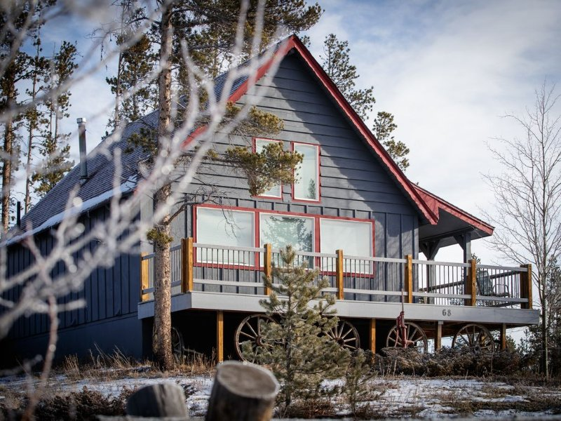 Secluded 2BR Mountain Cabin with private hot tub, W/D and gas grill, holiday rental in Frisco