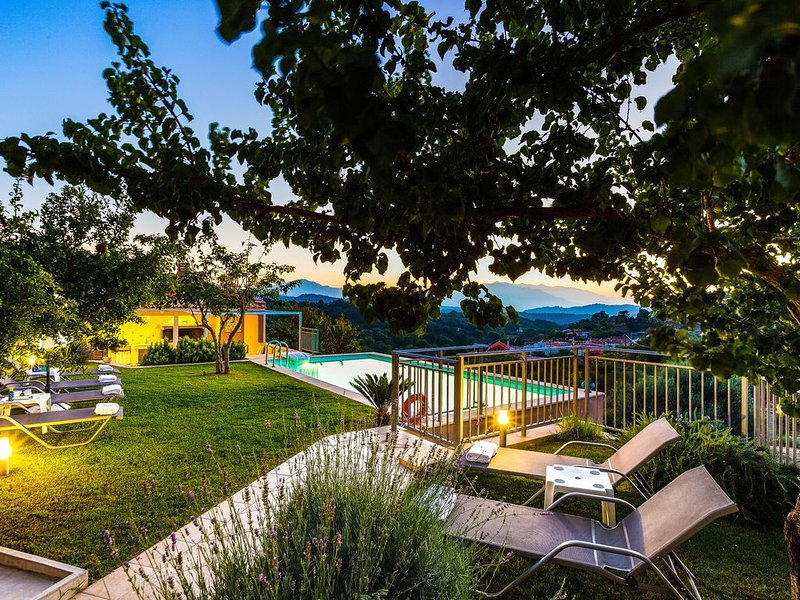 Spacious luxury villa located 'away from it all' - Full privacy, Unique views!, holiday rental in Lampini
