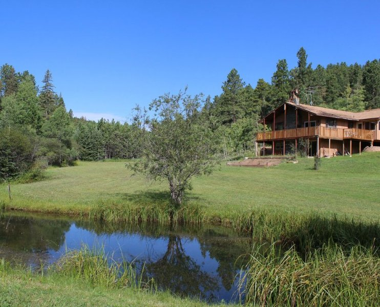 Country Heaven Is A Great Vacation Home Nestled Just 5 Miles SW Of Lead, SD., location de vacances à Lead