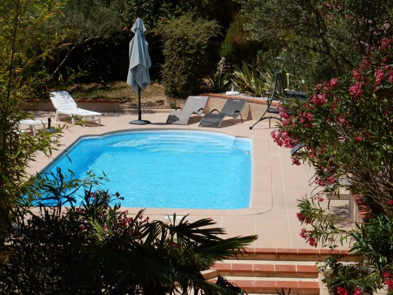 Family friendly villa with heated pool in quiet hillside area between sea/ Verd, holiday rental in Le Val