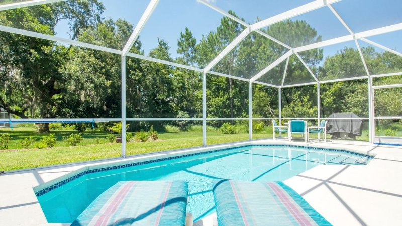 HUGE Pool Deck 15 mins 2 Disney!❤️360º Sun, Privacy-Games-Chef's Kitchen +More!, holiday rental in Loughman