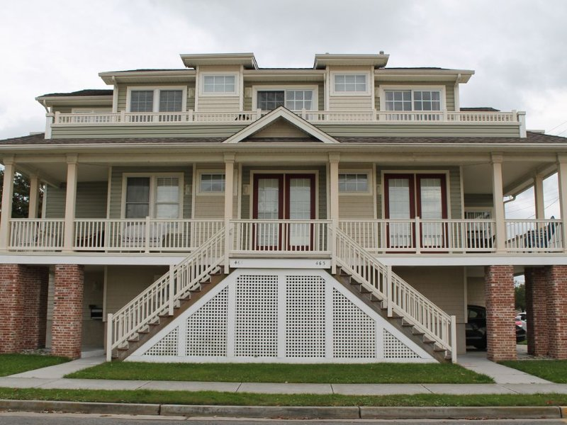 Spacious Beach House Sleeps up to 18!, vacation rental in Somers Point